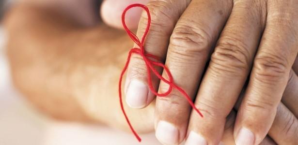 problemy z pamięcią i wstążka na palcach